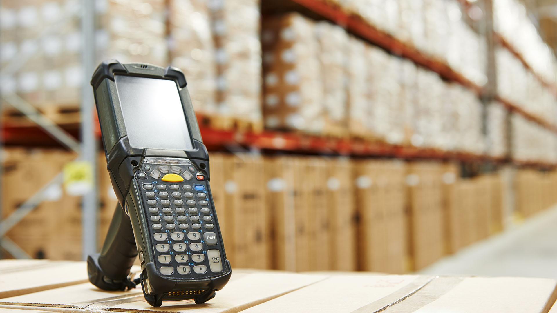 Especialistas en la comercialización de colas, adhesivos especiales, ceras para la protección de piezas cerámicas y sistemas de clasificación.